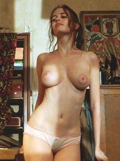 Innocents – The Dreamers est un film réalisé par Bernardo Bertolucci avec Michael Pitt, Eva Green en 2002. Des scènes qui nous permettent d'admirer Eva Green dans son premier film. Seul…