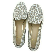 C. WONDER Leopard Flats Leopard Flats loafer with gold detail .fabric is knit , light tan & white     Condition: Like new     Note: This item may have been worn but has no visible signs of wear.  Item Details Item #:7,353,626 Type:Flats Size:7M Width:Regular (M,B) Brand:C. Wonder Color:Leopard Style Tags:C. Wonder Flats C.Wonder Shoes Flats & Loafers