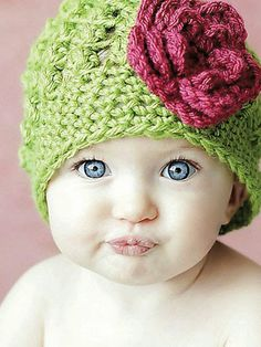 Crochet - Fun Patterns - Emily Cluster Hat - Not sure if I'm pinning the hat or the baby! Such a cutie Crochet Bebe, Crochet Baby Hats, Crochet For Kids, Crochet Hooks, Knitted Hats, Knit Crochet, Crochet Children, Baby Hat Patterns, Crochet Patterns
