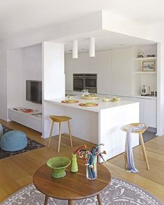 Small kitchen design and ideas for your small house or apartment, stylish and efficient. Modern kitchen ideas - with island and storage organization Apartment Kitchen, Home Decor Kitchen, Kitchen Living, Kitchen Furniture, Kitchen Interior, Interior Design Living Room, Home Kitchens, Kitchen Ideas, Small Modern Kitchens