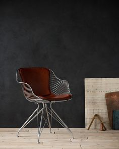 Overgaard & Dyrman - Wire Dining Chair in burned steel finish and British racing red leather - www.oandd.dk