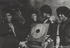 1978 - The Jacksons Receive Record Award Michael Jackson Awards, Photos Of Michael Jackson, Randy Jackson, Jackson Family, Gary Indiana, Name Pictures, Family Bonding, The Jacksons, The Good Old Days