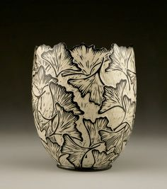 Jennifer Falter hace vasijas de porcelana que disfrutaremos mirando - Guioteca
