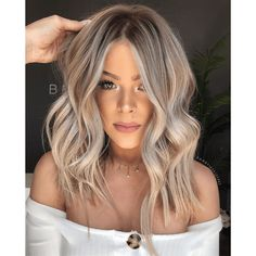 Are you going to balayage hair for the first time and know nothing about this technique? We've gathered everything you need to know about balayage, check! Blonde Hair Looks, Blonde Ombre Hair Medium, Highlighted Blonde Hair, Dirty Blonde Hair With Highlights, Sandy Blonde Hair, Short Blonde, Hair Color Balayage, Babylights Blonde, Curly Balayage Hair