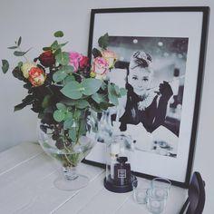 "HomeStylingInspiration op Instagram: ""Anniversary flowers!❤️ #homestylinginspiration #home #homedeco #homeinspo #homeinspiration #homestyling #homestylinginspo #homestylingideas #homestylingtips #homesweethome #homedecoration #homedecorating #homedecor #instadecor #inspiration #instahome #interior #instainterior #decor #interiordesign #homeinterior4you #interior4all #interieur4all #interior125"""