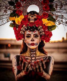 Maquillaje para Halloween y Día de Muertos 2019 – Trends Virtual Halloween Inspo, Halloween Kostüm, Halloween Costumes, Mexican Halloween, Day Of The Dead Party, Day Of The Dead Mask, Day Of Dead, Sugar Skull Makeup, Sugar Skull Art