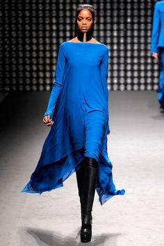 Gareth Pugh Fall 2011 Ready-to-Wear Fashion Show - Roberta Narciso (ELITE)