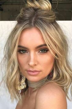 25 Prom Hairstyles for Short Hair # Prom Hairstyles for Short Hair - Kurze Hochzeitsfrisuren - Cheveux Prom Hairstyles For Short Hair, Short Hair Cuts, Easy Hairstyles, Pixie Hairstyles, Short Pixie, How To Style Short Hair, Amazing Hairstyles, Updo For Short Hair, Mid Length Hairstyles