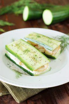 Komkommer broodjes - deze gezonde hap maak je eenvoudig en snel. De smaak ervan is super lekker! Ontdek hoe je deze binnen no-time kunt maken.