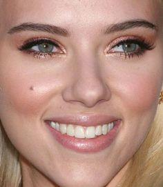 Scarlett Johansson rose gold makeup