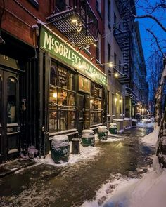 This legendary East Village dive is old-school—more than 150 years old, to be exact. Purportedly the City's oldest Irish tavern, McSorley's Old Ale House has found itself a place in pop-culture history—the legendary pub has served suds to luminaries including Abraham Lincoln, Teddy Roosevelt, and Woody Guthrie. The memorabilia on the bar's walls includes a pair of handcuffs that belonged to Houdini—feel free to admire them as you sip from a selection of the bar's draft beers. : @chief770 via…