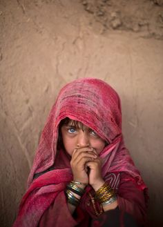letswakeupworld:  An Afghan refugee girl at a makeshift school on the outskirts of Islamabad, Pakistan.
