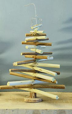 If you find the idea of aChristmas tree made from pallets . very advanced for your taste or for the overall style of the house, but that of a wooden Christmas tree you like, make it from branches, or small logs or driftwood. Diy Inspiration, Christmas Inspiration, Wooden Christmas Trees, Christmas Decorations, Xmas Trees, Home Deco, Modern House Design, Projects To Try, Diy Crafts