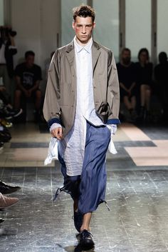 See the complete Yohji Yamamoto Spring 2013 Menswear collection.