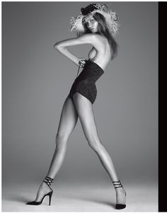 The pose, extension of limbs. Like what I would always tell my models. You will feel uncomfortable but in photos you will look graceful as fk. Karlie Kloss by Steven Meisel for Vogue Italia December 2011 Foto Fashion, Fashion Shoot, Editorial Fashion, Fashion Models, Vogue Fashion, Fashion Beauty, Steven Meisel, High Fashion Poses, Magazine Vogue