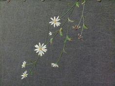 밑으로 늘어진 구절초를 먹염색 천에 수놓아 가방을 만들었어요 수틀이 들어가고도 남을 정도의 큼지막한 ... Hand Embroidery Flowers, Embroidery Bags, Hand Embroidery Designs, Floral Embroidery, Embroidery Patterns, Australian Native Flowers, Chinese Patterns, Brazilian Embroidery, Satin Stitch