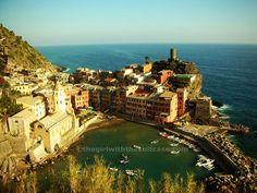 The Girl with the Suitcase: Vernazza, la più bella delle Cinque Terre http://www.thegirlwiththesuitcase.com/2013/04/vernazza-la-piu-bella-delle-cinque-terre.html