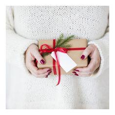 Jul Jul er uten tvil Norges viktigste høytid - og for de fleste handler julen om hygge, tid med familie og venner, julegaver og god mat.)