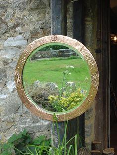 Antiques Atlas - Arts & Crafts Round Copper Mirror Beveled Edge Mirror, Copper Mirror, Oval Mirror, Mirror Plates, Mirrors, Antique Art, Arts And Crafts, Antiques, Glass