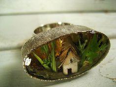 Tiny Terrarium Ring with Birch Bark House No1 van Umbellata op Etsy
