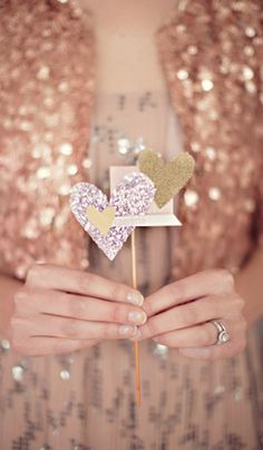 Glittery fun for a #wedding! Image via Grey Likes Weddings.