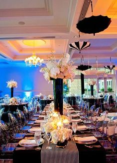 Decoración de bodas en color negro: Mantelería, centros de mesa, vajilla todo en composé!