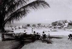 A piscina e jardim do Hotel Polana em Lourenço Marques, anos 60.