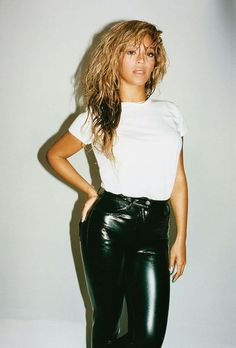 Beyonce is chic simplicity in black patent vinyl pants and a tucked in white T-shirt.. DIY the look yourself: http://mjtrends.com/pins.php?name=patent-vinyl-for-pants_1