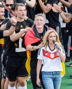 Imagen vía We Heart It https://weheartit.com/entry/157918099/via/28740983 #deutschland #germany #manuelneuer #bastianschweinsteiger #diemannschaft #helenefischer #2014fifaworldcup #deutschlandfussballbund