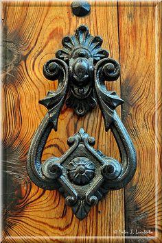 nice door knocker...