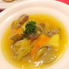 ネットに入ったあさりを買ったので、カレー風味のスープを作りました。 あさりとカレー風味が美味しいですよ (^-^)/ - 205件のもぐもぐ - あさりのカレースープ by maruma8661