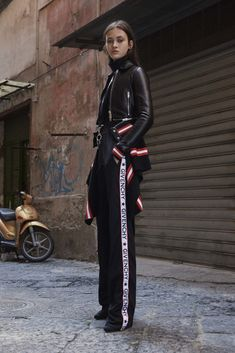 Catwalk photos and all the looks from Givenchy - Pre Spring/Summer 2017 Ready-To-Wear New York Fashion Week Moda Fashion, Fashion Week, Sport Fashion, Fashion 2017, Runway Fashion, Fashion Show, Fashion Design, Style Fashion, Athleisure Trend