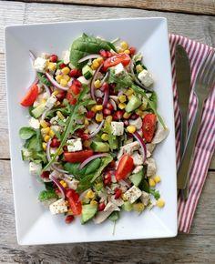 Kyllingsalat med fetaost & granateple - LINDASTUHAUG Frisk, Kung Pao Chicken, Vinaigrette, Cobb Salad, Salads, Ethnic Recipes, Food, Spinach, Meals