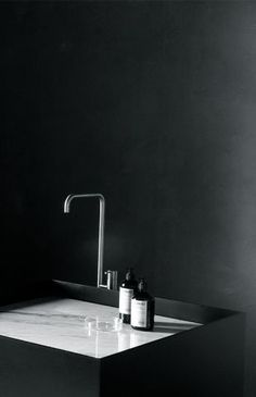 Bathroom in black and marble | By Joost van der Vecht for Not Only White