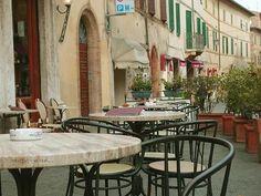 #Montalcino está lleno de enotecas #Molyvade #viaje #Toscana #Pinino ¿Damos un paseo? http://molyvade.blogspot.com/2016/05/montalcino.html
