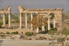 Baalback, Líbano. (originalmente Heliopolis, de fundación griega). Comprobar a que edificio corresponde (Templo de Júpiter/prolileos??) para datación (entre I y III d.C.)