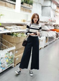 49 Best Fashion For Skinny Women - Women Fashion - Korean Fashion Trends, Korean Street Fashion, Asian Fashion, Look Fashion, Trendy Fashion, Affordable Fashion, Wide Pants Outfit, Square Pants Outfit Casual, Dressy Pants