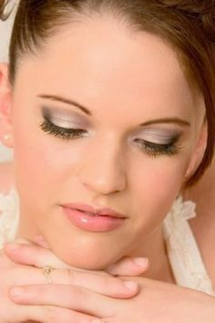 Wedding Makeup - this would be really good for Tori (whenever that happens)