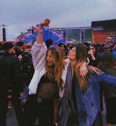 Festival con tu amiga Festival with you Friend❤️💕 Best Friend Photos, Best Friend Goals, Summer Pictures, Friend Pictures, Photos Tumblr, Festival Friends, Festival Photography, Story Instagram, Lollapalooza