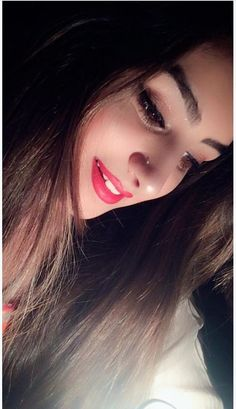 Selfies gain popularity very fast and in Internet there are various best selfie poses for girls ava Cute Girl Poses, Cute Girl Photo, Girl Photo Poses, Girl Photography Poses, Beautiful Girl Photo, Beautiful Girl Image, Beautiful Girl Indian, Beautiful Eyes, Stylish Girl Images