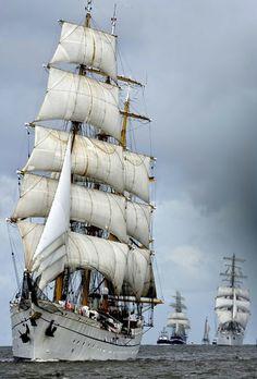 Sail boat, sail away. explore-the-world Old Sailing Ships, Sailing Boat, Yacht Boat, Sail Away, Jolie Photo, Tall Ships, Water Crafts, Photos, Sailboats