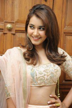 Beautiful Bollywood Actress, Most Beautiful Indian Actress, Beautiful Actresses, Rashi Khanna Hot, South Indian Actress Photo, Bollywood Girls, Stylish Girl Images, Beautiful Girl Photo, Beauty Full Girl