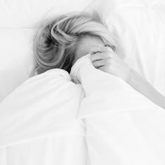 Ideas For Photography Poses Women Beds White Sheets Photography Poses Women, Food Photography, White Sheets, Lazy Days, No Time For Me, Life Is Good, Relax, In This Moment, Black And White