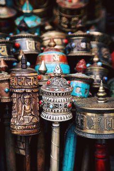 Tibet ~ Humanitarian   ॐ मणिपद्मे हूँ ❣  Om Mani Padme Hum   ॐ मणिपद्मे हूँ ❣  Moulins à prière tibétains