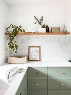 Sage Green Kitchen, Green Kitchen Cabinets, Green Kitchen Designs, Green Kitchen Inspiration, Kitchen Interior, Kitchen Decor, Green Home Decor, Interior Design Studio, Decoration