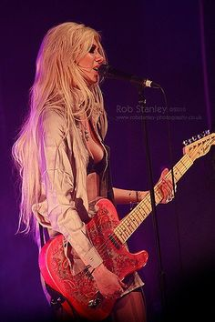 Image discovered by Martin. Find images and videos about rock, Taylor Momsen and the pretty reckless on We Heart It - the app to get lost in what you love. Taylor Momsen, Taylor Michel Momsen, Pretty Reckless, Gossip Girl, Female Rock Stars, Respect People, Women Of Rock, Female Guitarist, Metal Girl