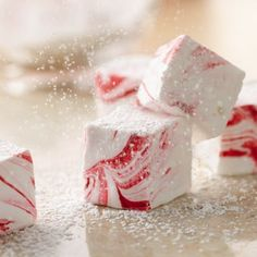 Easy Peppermint Marshmallows, I need to make these for Christmas!