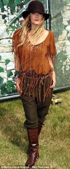 light & dark browns & green.. love the fringe on the shirt Hippie Bohemian, Boho Gypsy, Gypsy Style, Bohemian Style, Boho Chic, Drew Barrymore Style, Nadine Coyle, Girls Aloud, Headgear
