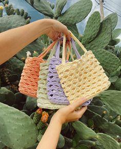 Mode Crochet, Knit Crochet, Free Crochet Bag, Crochet Crop Top, Crochet Motif, Crochet Clothes, Diy Clothes, Crochet Crafts, Crochet Projects