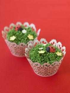 #CakeDecorating LadyBird Garden #Cupcakes #Issue20